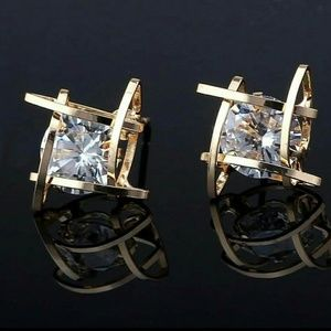 GOLD DIAMOND STONE STUD CUBBED EARRINGS